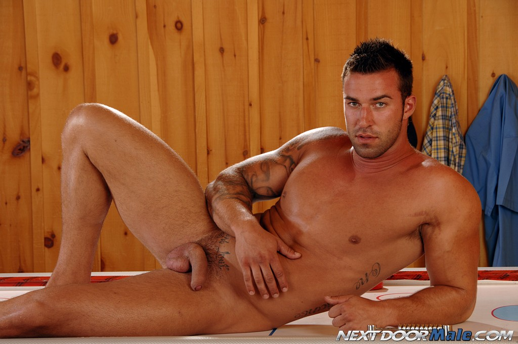 gay shaved escort quebec